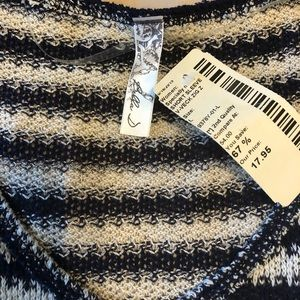 Knit top navy blue and white